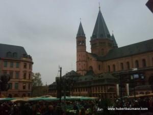 Dom Mainz mit Marktplatz